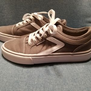 Cute boys size 7 Airwalk sneakers! Worn only once!